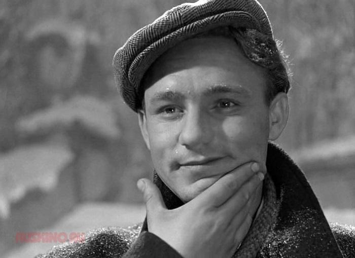 По результатам зрительского опроса журнала «Советский экран», назван лучшим исполнителем эпизодической роли в фильме «Выйти замуж за капитана», 1986 года.