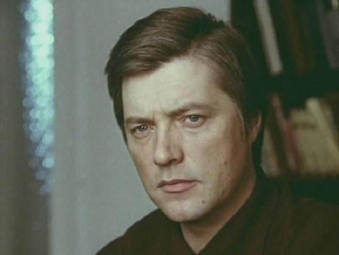 В 1959 году поступил во ВГИК и уже на втором курсе учёбы впервые снялся в кино. Пробовался на роль Шурика в фильм «Наваждение», 1965 года.