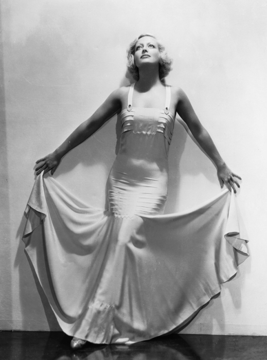 Американская актриса немого и звукового кино, в 1930-е годы по популярности соперничавшая с Марлен Дитрих и Гретой Гарбо.