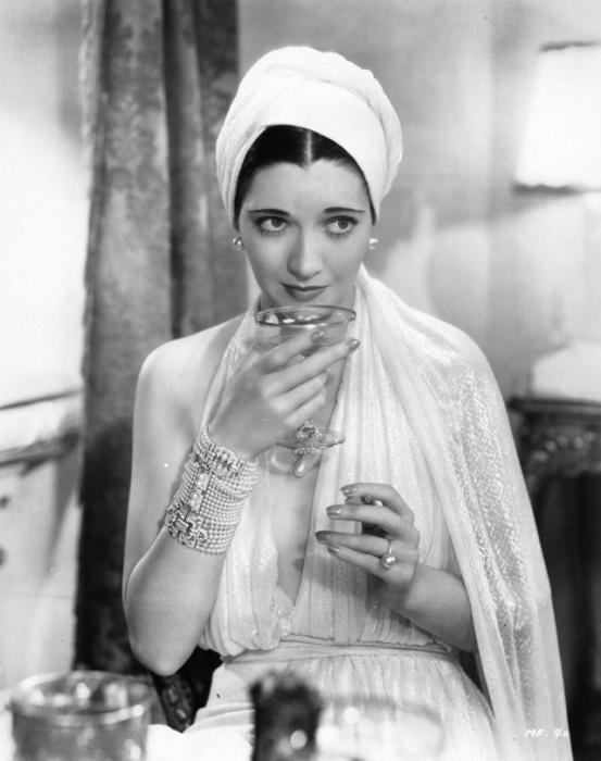 Американская актриса, писатель, известна своими романами и рассказами.