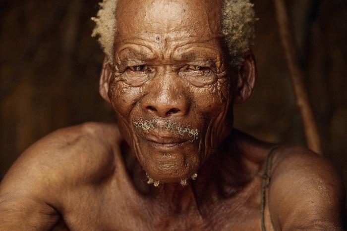 Представитель племени охотников-собирателей является предком народов Сан (бушменов).