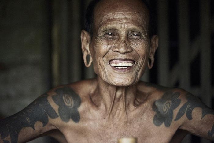Представители племени ибан занимаются фермерством, охотой и рыбалкой.