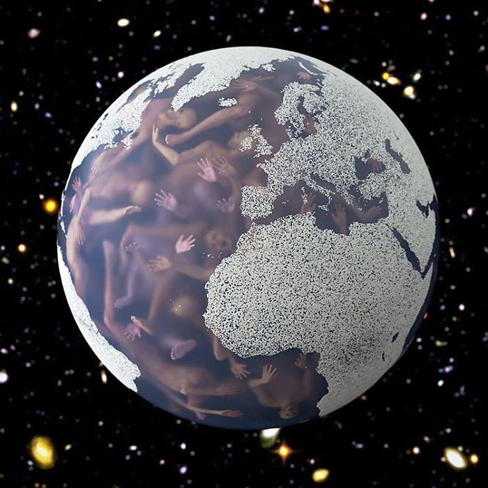 Большое количество людей, которые пытаются выбраться, заперты в Земном шаре.
