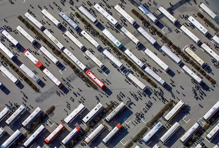Работников предприятия развозят по-домам.