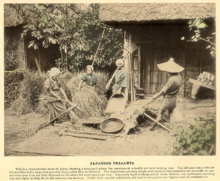 Женщины во время домашней работы.