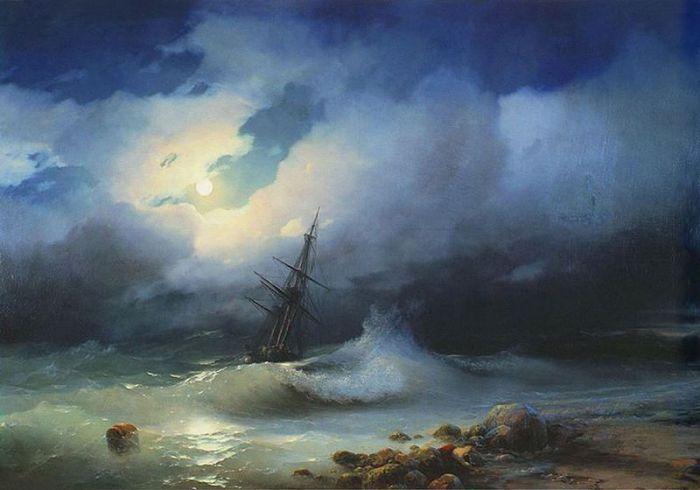 Бурное море и грозовое небо.
