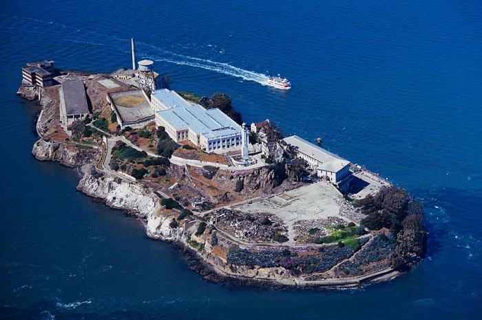 Остров использовавшийся как военная тюрьма.