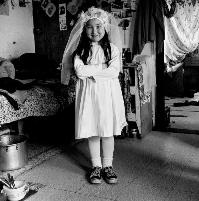 У католиков первое причастие  большой праздник, поэтому этот день останется в памяти у детей навсегда, Тунунак, Аляска, 1978 год.