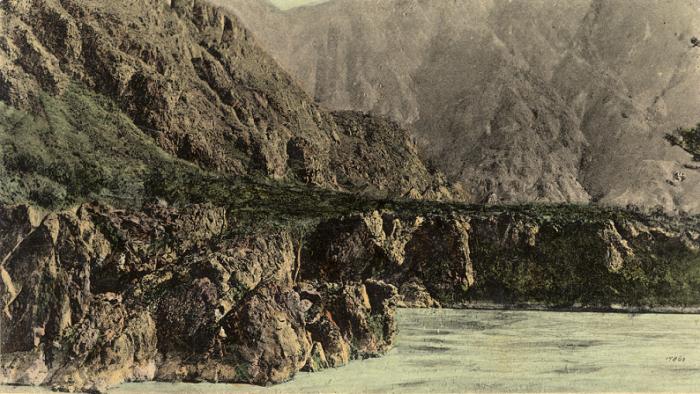 Скальное ущелье на реке Катунь в районе села Чемал.
