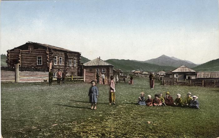 Улица в селе Черный Ануй, Алтайский край.