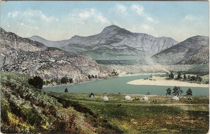 Юрты казахов в долине среднего течения реки Катунь, урочище Аирдаш между селами Узнезя и Чепош.