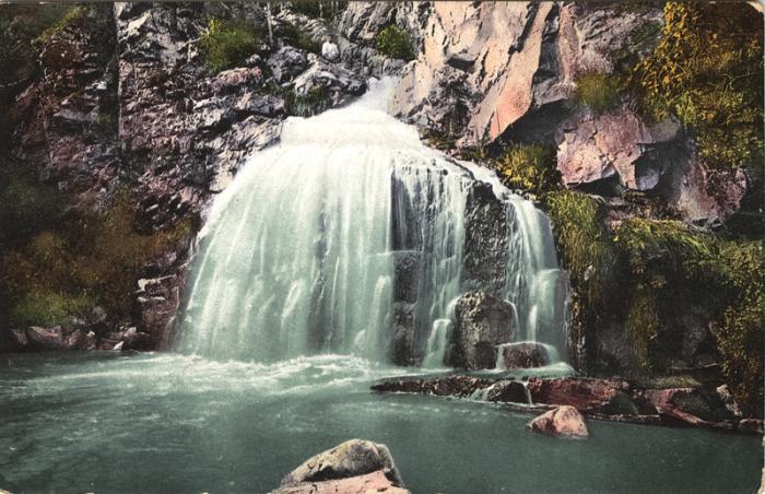 Водопад Камышла впадает в одноименную реку.