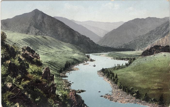Широкая долина реки Катунь.