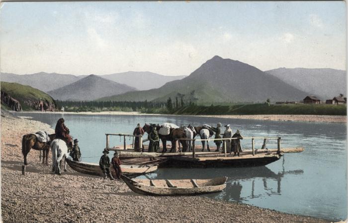 Паром на реке Катунь у села Нижний Уймон готов к отплытию.