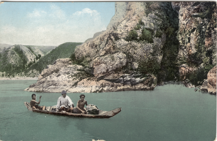 Переправа через Катунь на лодке-долбленке.