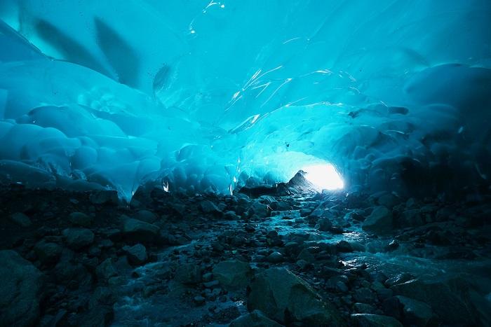 Открытие которое будоражит воображение – ледяная пещера.