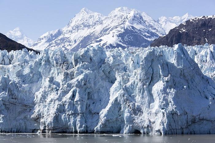 Ледниковые глыбы и горы.