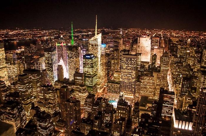 Красота небоскрёбов ночного города.