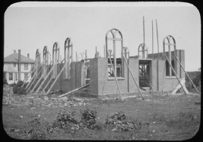 Строительство еврейского дома молитвы.