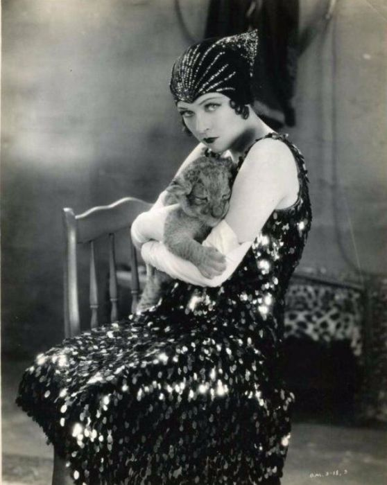 Самой успешной работой актрисы немого кино стала роль Марии Магдалены в эпопее «Король королей», снятой в 1927 году.