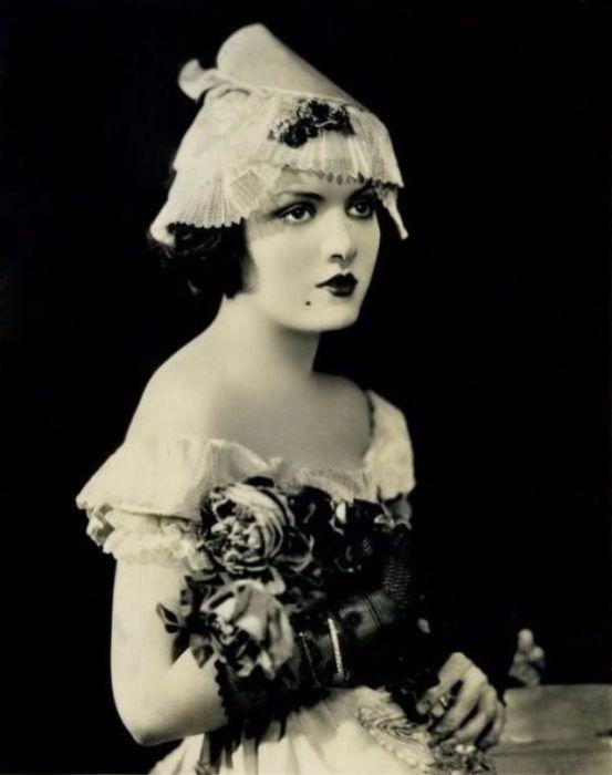 Американская актриса снялась в 36-ти фильмах, вышедших в период между 1920 и 1936 годами.