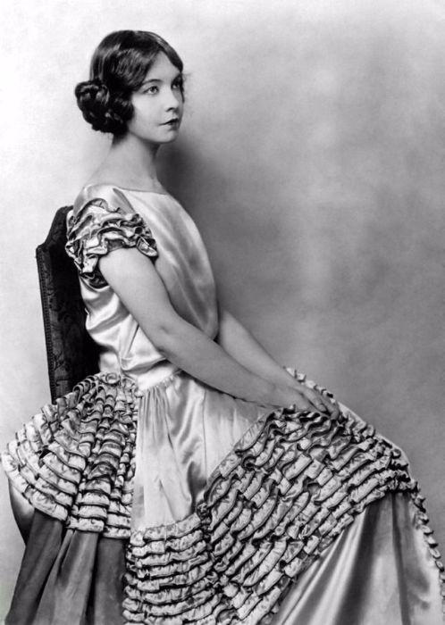 Талантливая актриса с 75-летней кинокарьерой, наиболее известная по ролям в немых фильмах Дэвида Уорка Гриффита.