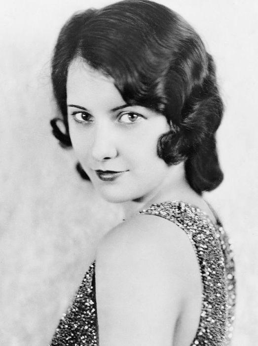К 1944 году Руби Кэтрин Стивенс, которая стала известной под псевдоним Бабраба Стэнвик, считалась самой высокооплачиваемой актрисой в Голливуде - ее годовой доход составлял 400 тыс. долларов.
