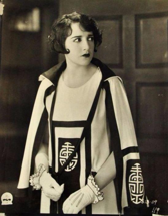 Актриса начала сниматься в фильмах с 4-летнего возраста, а когда в кино пришел звук - Биби стала музыкальной звездой, которой восхищался известный гангстер Аль Капоне.