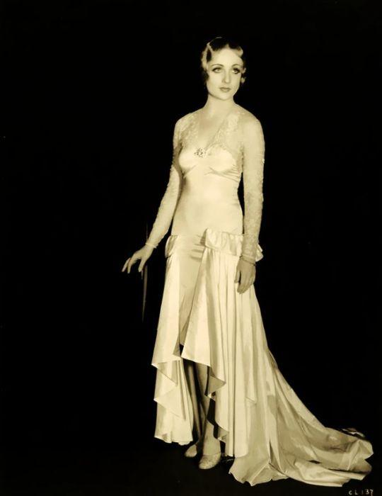 Актриса наиболее известна комедийными ролями в классических голливудских фильмах 1930-х годов.