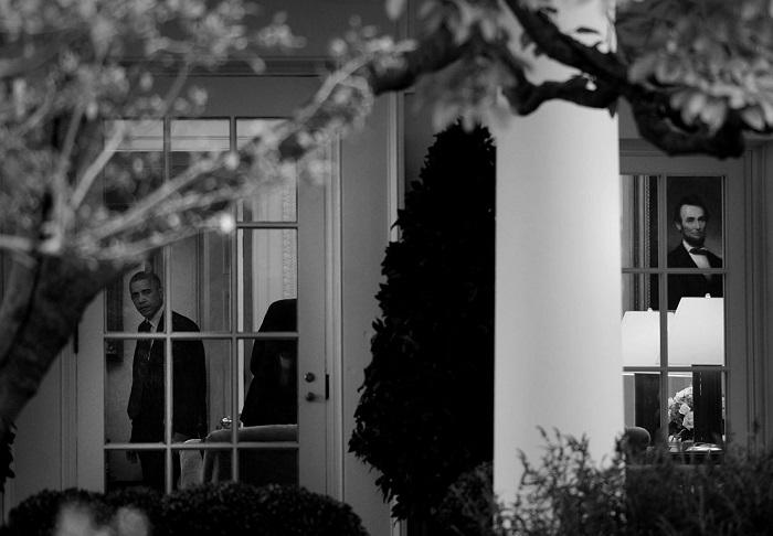 Президент США Барак Обама выступает в Овальном кабинете Белого дома. (Вашингтон, округ Колумбия, октябрь 2014 года, Nikon D4).