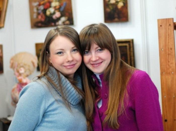 Творческий дуэт сестер–близняшек Анны Григорьевой и Марии Колеговой (Григорьевой) из Казани.
