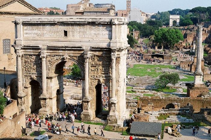 Арка сооруженная в честь десятилетия правления Севера на территории Римского Форума.