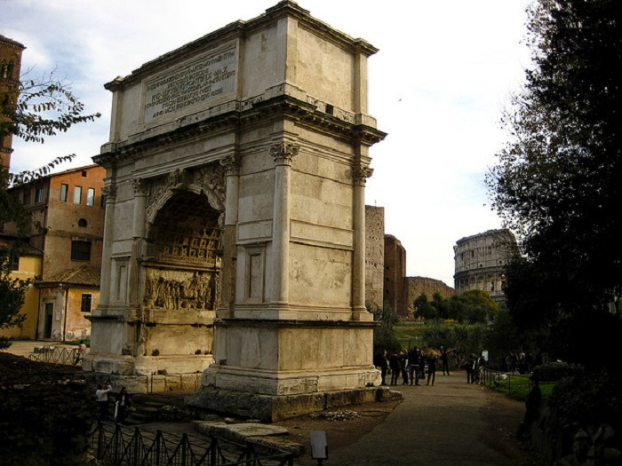 Одна из лучших триумфальных арок Рима.