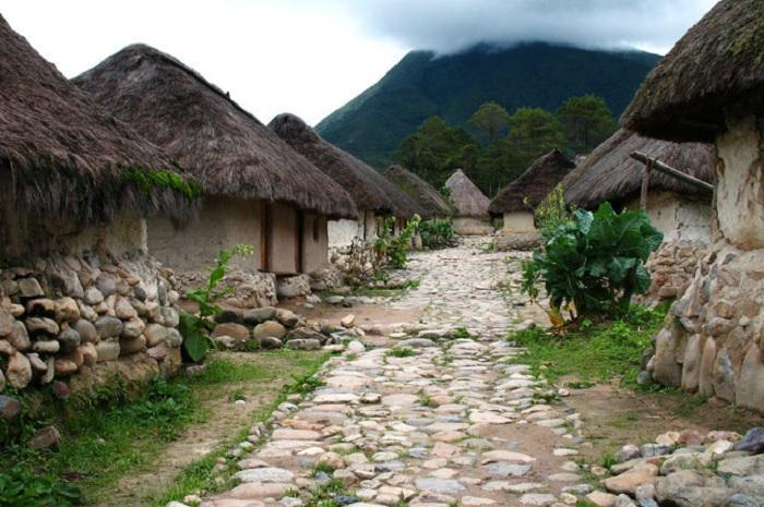 Индейские народы группы чибча на северо-востоке Колумбии, в горах.
