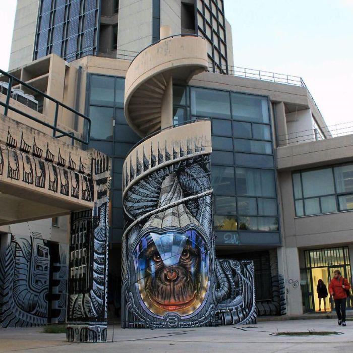 Необыкновенный стрит-арт, украсивший винтовую лестницу на одной из улиц в Афинах, Греция (2015 год).