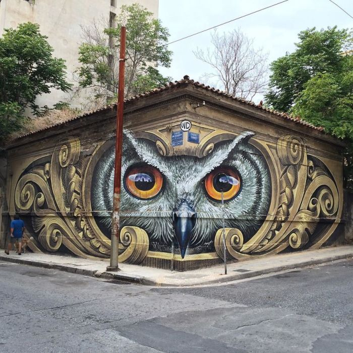 Стрит-арт, выполненный на одном из зданий в Афинах, Греция (2016 год).