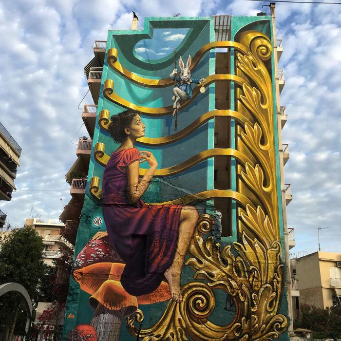 Огромный рисунок, созданный на стене многоэтажного дома в Партах, Греция (2018 год).