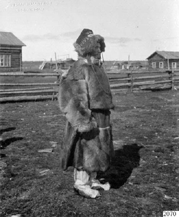 Местный житель в селе Ловозеро, 1910 год. Архангельская губерния.