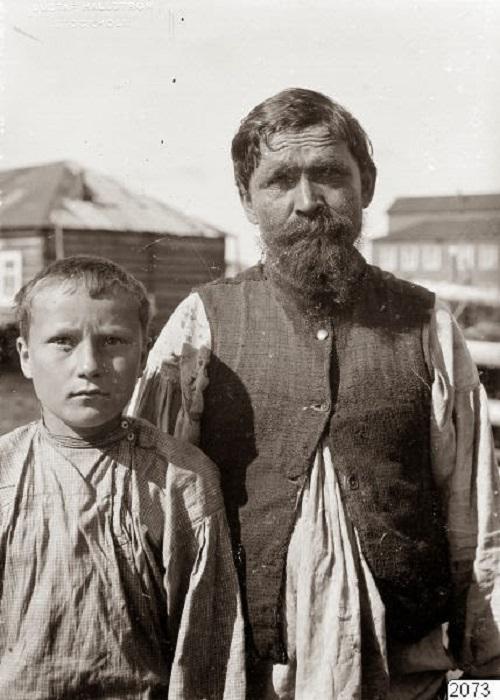 Крестьяне в повседневных одеждах. Россия, Архангельская губерния, село Ловозеро, 1910 год.