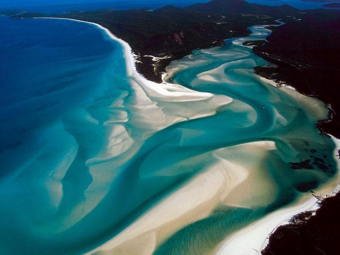 7 км неописуемой красоты, прозрачной воды цвета морской волны и белоснежного песка.
