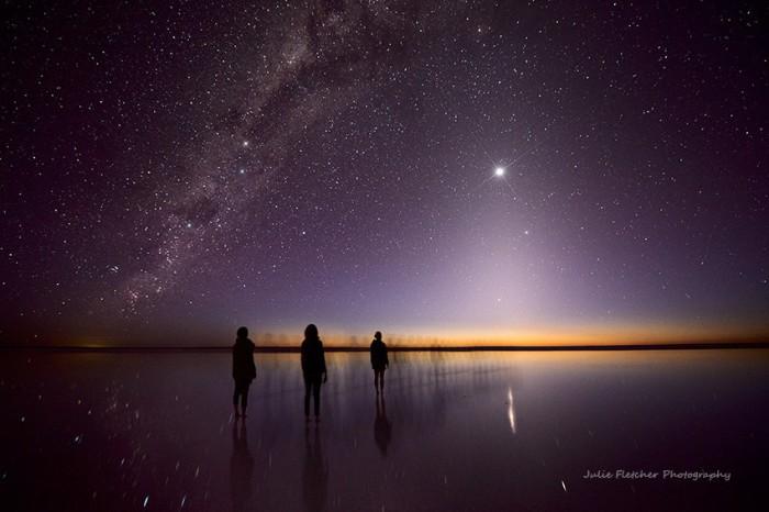 Планеты Венера, Юпитер и Меркурий и свет Млечного Пути отражаются в воде озера Эйр.