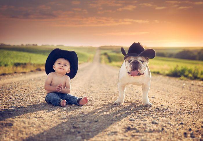 Веселые маленькие ковбои.