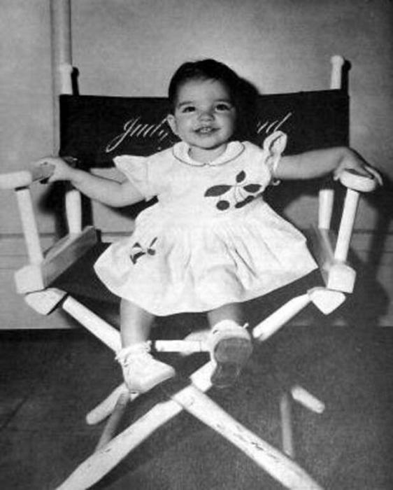 Первая фотосессия маленькой малышки Лайзы.