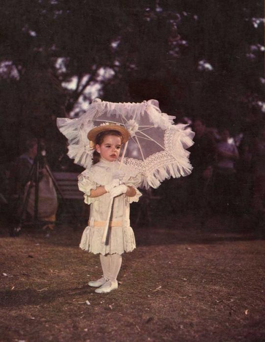 Первый раз на экранах Лайза появилась в трёхлетнем возрасте в финальной сцене фильма «Старым добрым летом», 1949 год.