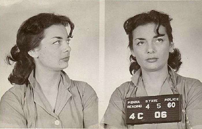 Чудесная, красивая женщина-преступник из коллекции Марка Майклсона.