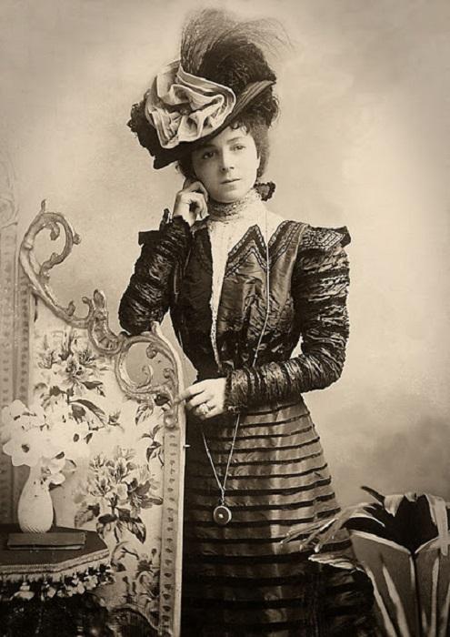 Британская звезда музыкальных и эстрадных залов в конце викторианской, в начале эпохи короля Эдуарда.