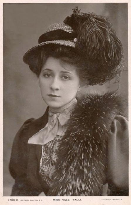 Более известная как Валли Валли, актриса водевиля и немого фильма.