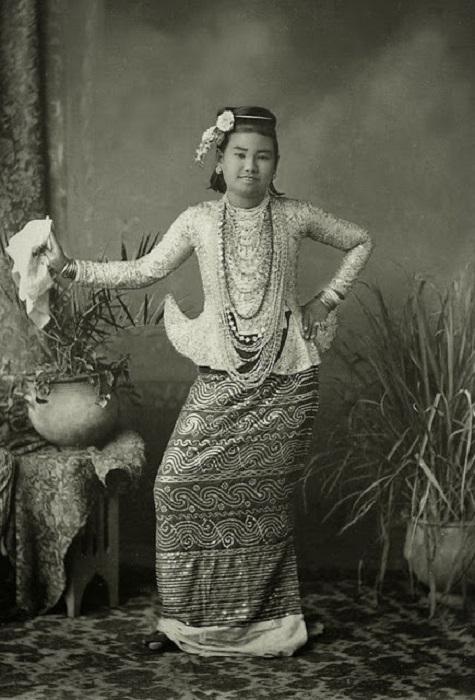 Бирманская танцовщица.