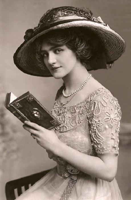 Была наиболее фотографируемой актрисой Эдвардианской эпохи.