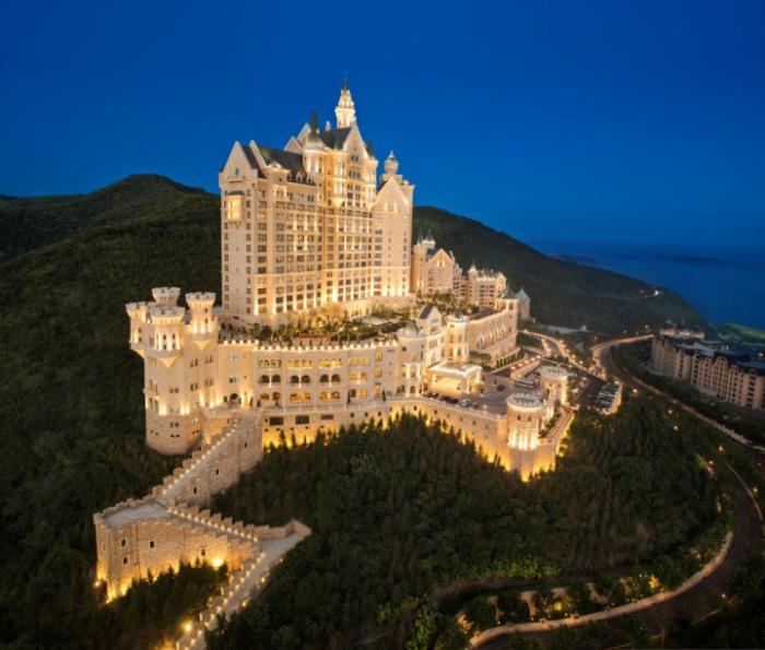 Замок-отель The Castle Hotel.